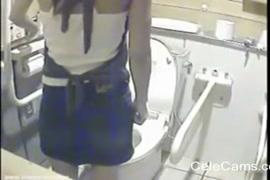الاستمناء الفردي والاستمناء في المرحاض.