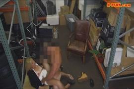 تحصل مارس الجنس جبهة مورو شقراء الساخنة من قبل شخص غريب في إجازة في أوروبا.