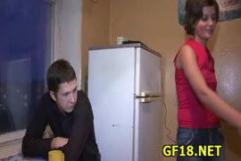 سكس شاب يدخل على اخته وهي تمارس العادة السرية