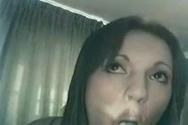 Tgirl في بيكيني يظهر كس والحمار على كاميرا ويب.
