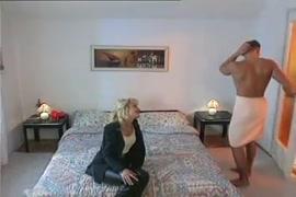 حصان يمارس الجنس مع النساء