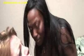 الهواة فاتنة الأسود اللعب مع بوسها.