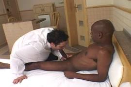 حومل مع الدكتور في العيادة سكس