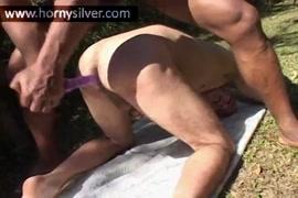 بنت تمارس الجنس مع القرد سكس